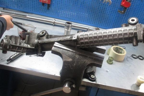 Выполняем ремонт рулевой рейки Форд Транзит